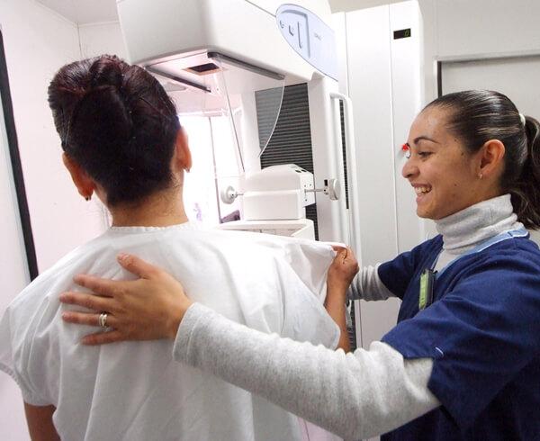 La supervivencia en países donde se hacen las pruebas de detección temprana de cáncer de mama es de más del 80%.