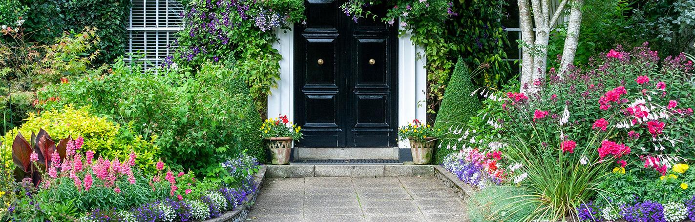 El jardín o la terraza de una casa son los lugares más inspiradores que podemos tener, allí, nos relajamos, jugasmos y hasta estudiamos