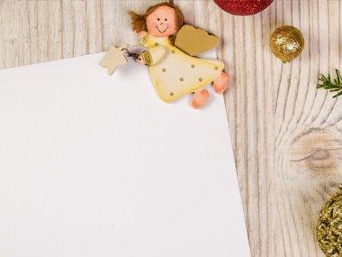Guiar a un niño en la creación de la Cartita Navideña puede traer muchos beneficios en la formación social de los niños.