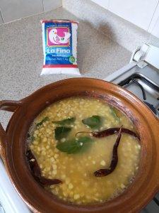deja hervir con todos los ingredientes  media hora o hasta que esté suave el grano